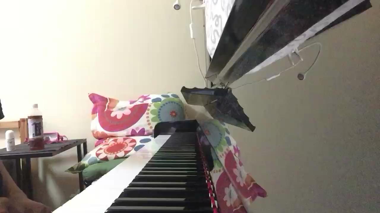 【说了再见】—周杰伦    这首歌是一年半前我弹的了,最近翻着以前录的视频翻到的,感觉那时我弹琴时的手有点僵硬😂 我觉得还挺好听的,就放到虫虫这里了,希望大家喜欢😊演奏视频