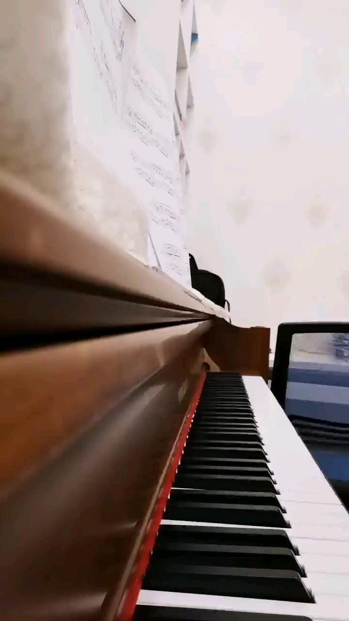 学了2个多月,终于弹出来了(๑>ڡ<)☆(钢琴的音质有点不同)- ̗̀(๑ᵔ⌔ᵔ๑)