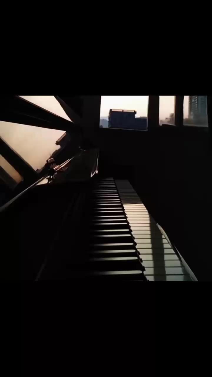 不开心就听听钢琴曲吧 已经弹混了 最终决定放弃 撒野是救续演奏视频