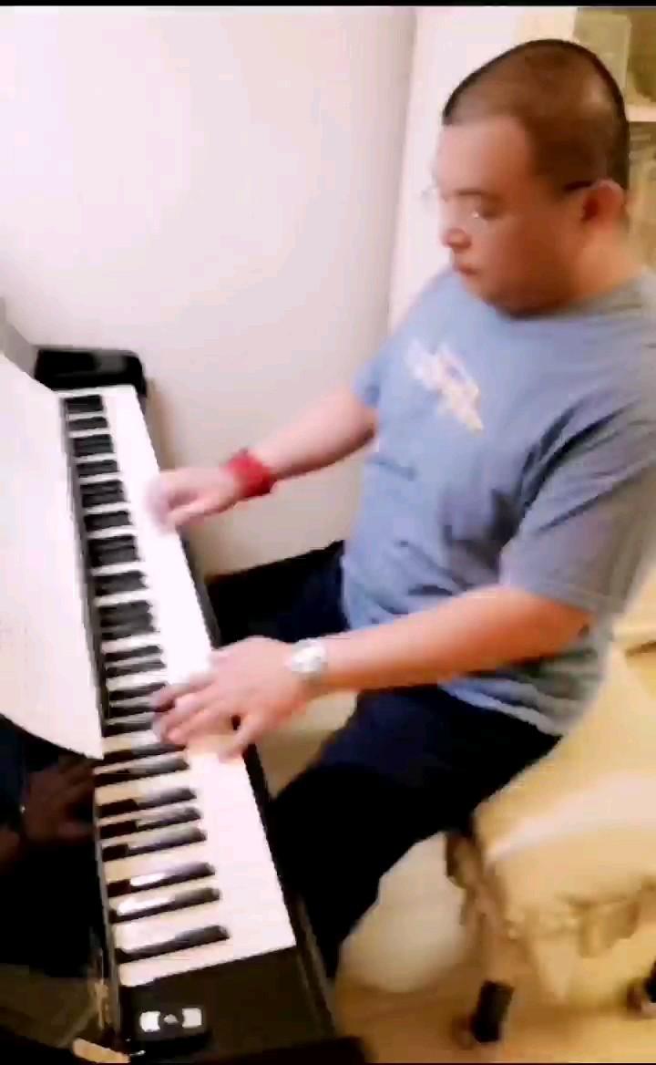 弹这首曲子,很自信,应该没人能超过我吧!演奏视频