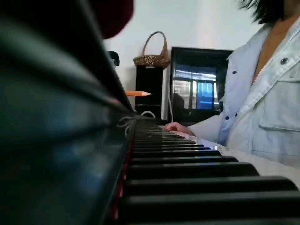 冬天,未完成的一首《安静》演奏视频