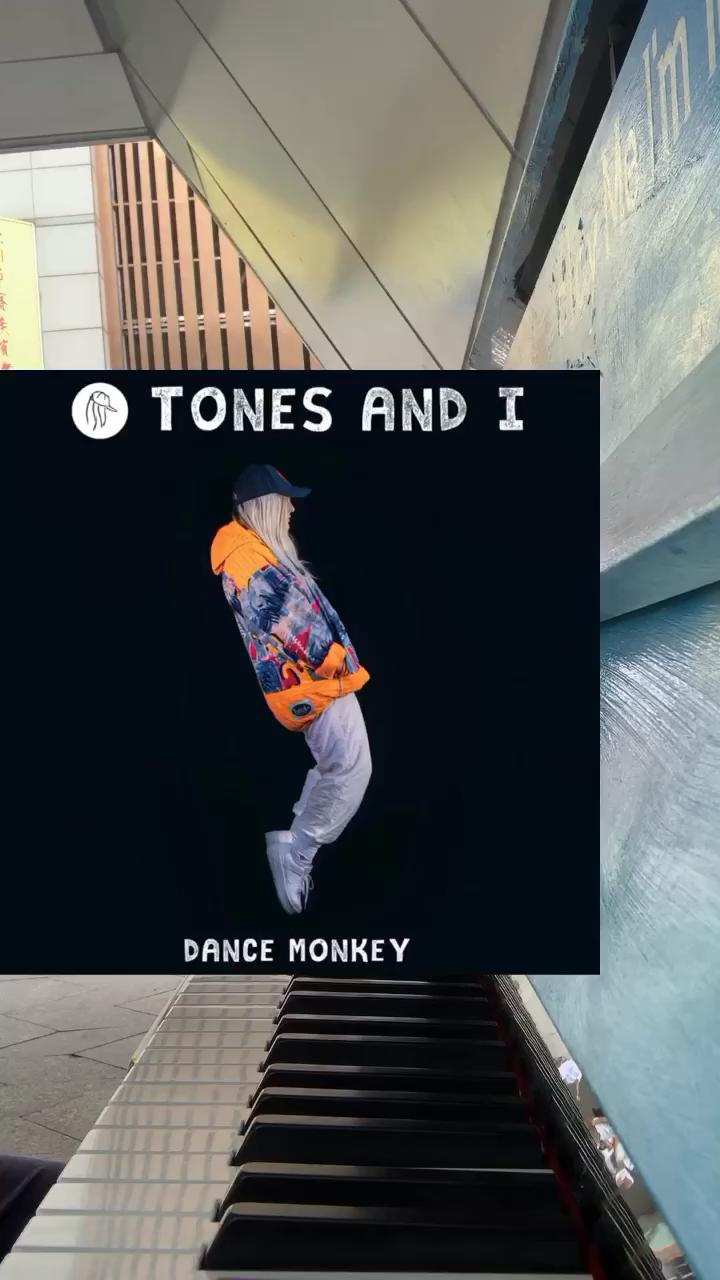 街头钢琴随手弹《dance monkey》~演奏视频
