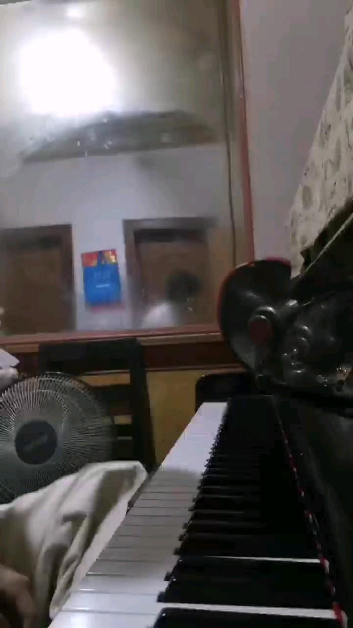 后面忘记谱子了哈哈哈 就练了会后直接弹了难免就忘了哈哈哈抱歉抱歉演奏视频