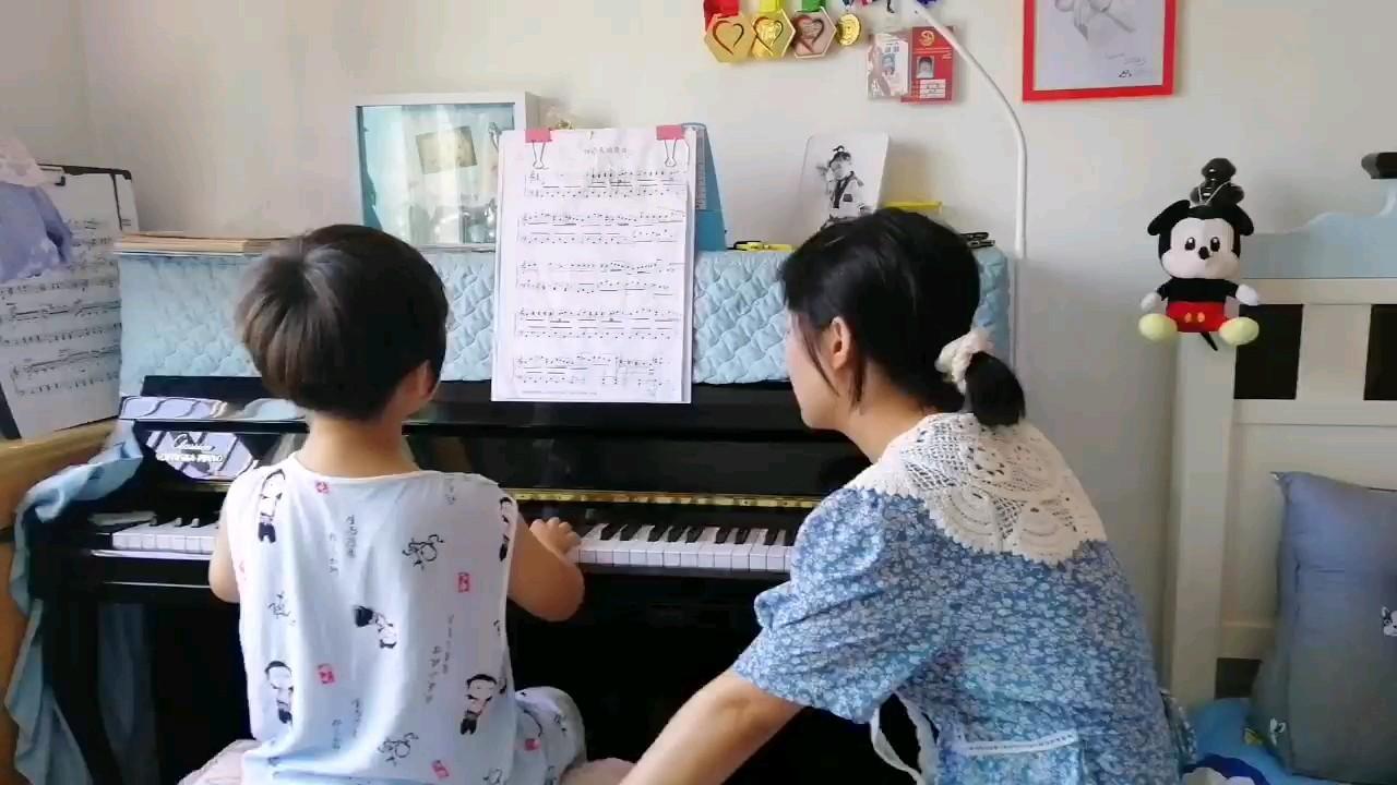 老师再给宝宝上课演奏视频