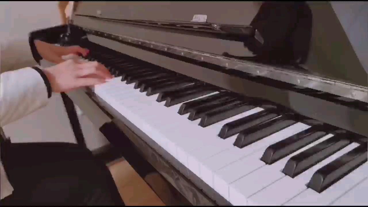 终于把某某最后一首歌弹了,这首歌越听越好听~(谱:围脖@wo思忆ow)演奏视频