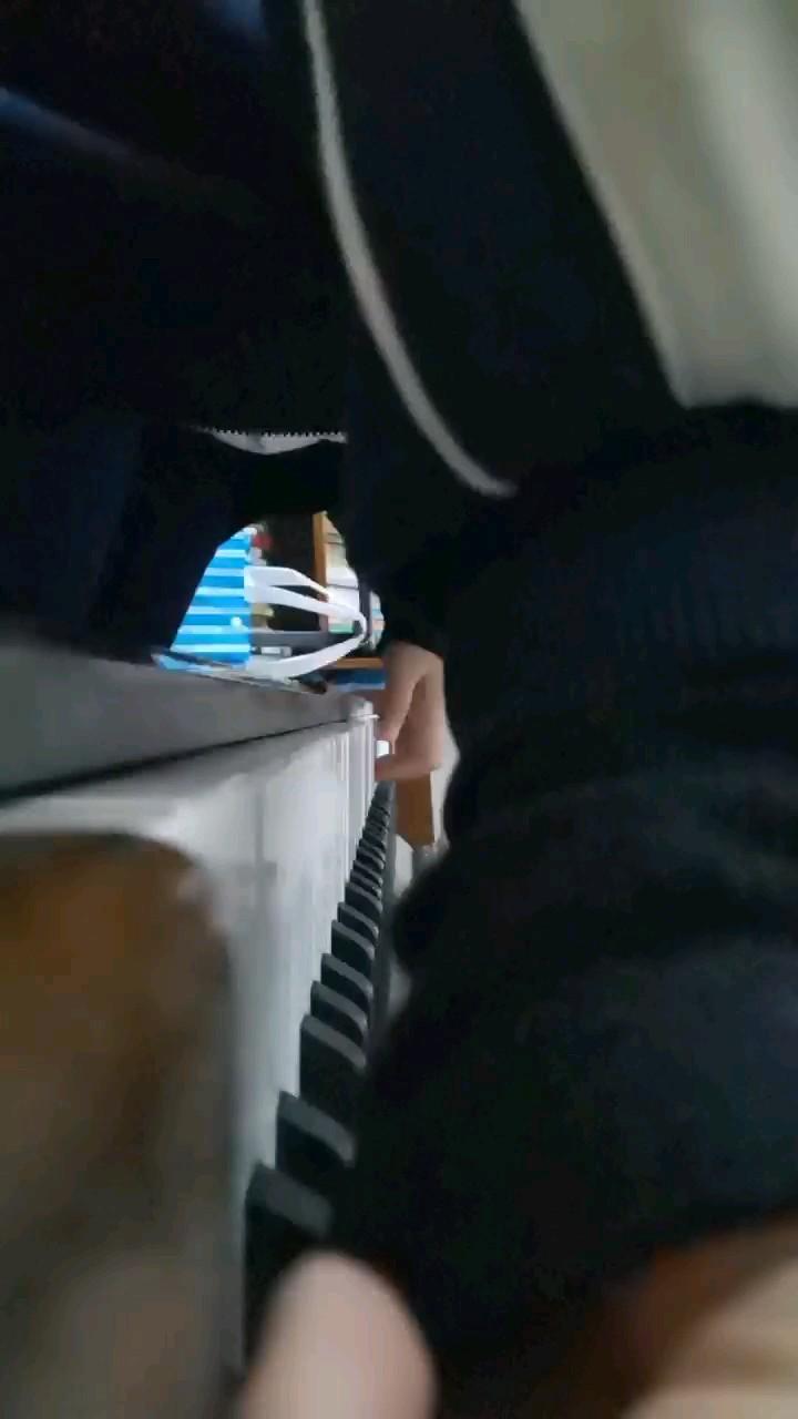 钢琴有些音坏了,还没修(~_~;)