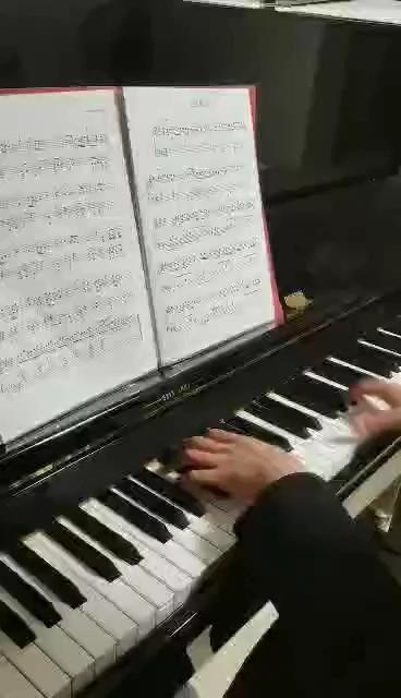 终于弹下来了,很美的一个曲子耶✌(弹得不好,,Ծ^Ծ,,请见谅哈,冬天手冻得太厉害了……)演奏视频