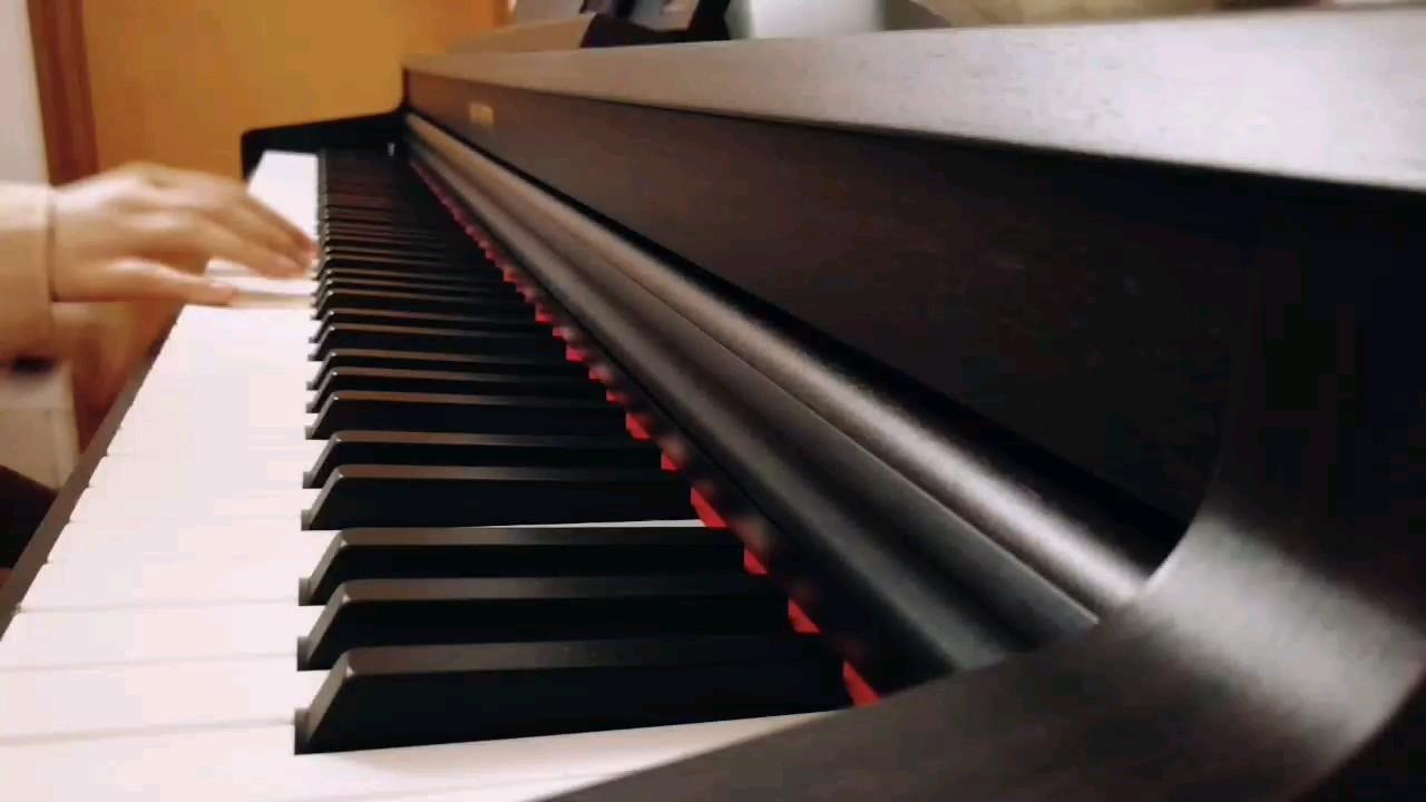 我很喜欢的一首老歌,百听不厌啊。😁只弹了第一段,第二段感觉也都差不多的旋律,就不重复啦。❤演奏视频