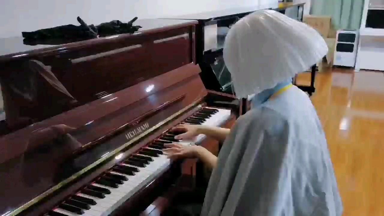 被迫弹琴,我朋友拍的,她出白鸟。演奏视频