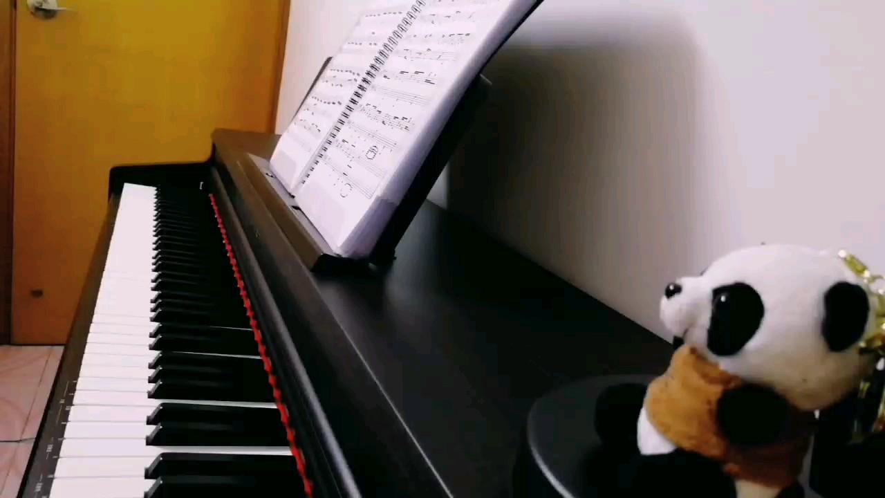 这首曲子的旋律又简单又好听。😉演奏视频