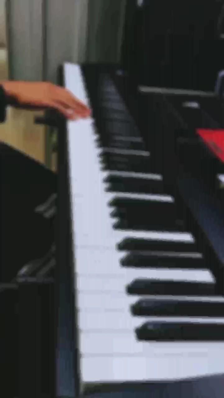 从上初中第一次听到高志豪这首曲子,我就彻底沦陷,无数个夜晚我幻想自己坐在一台钢琴前能谈给自己听,那一天终于来了...演奏视频