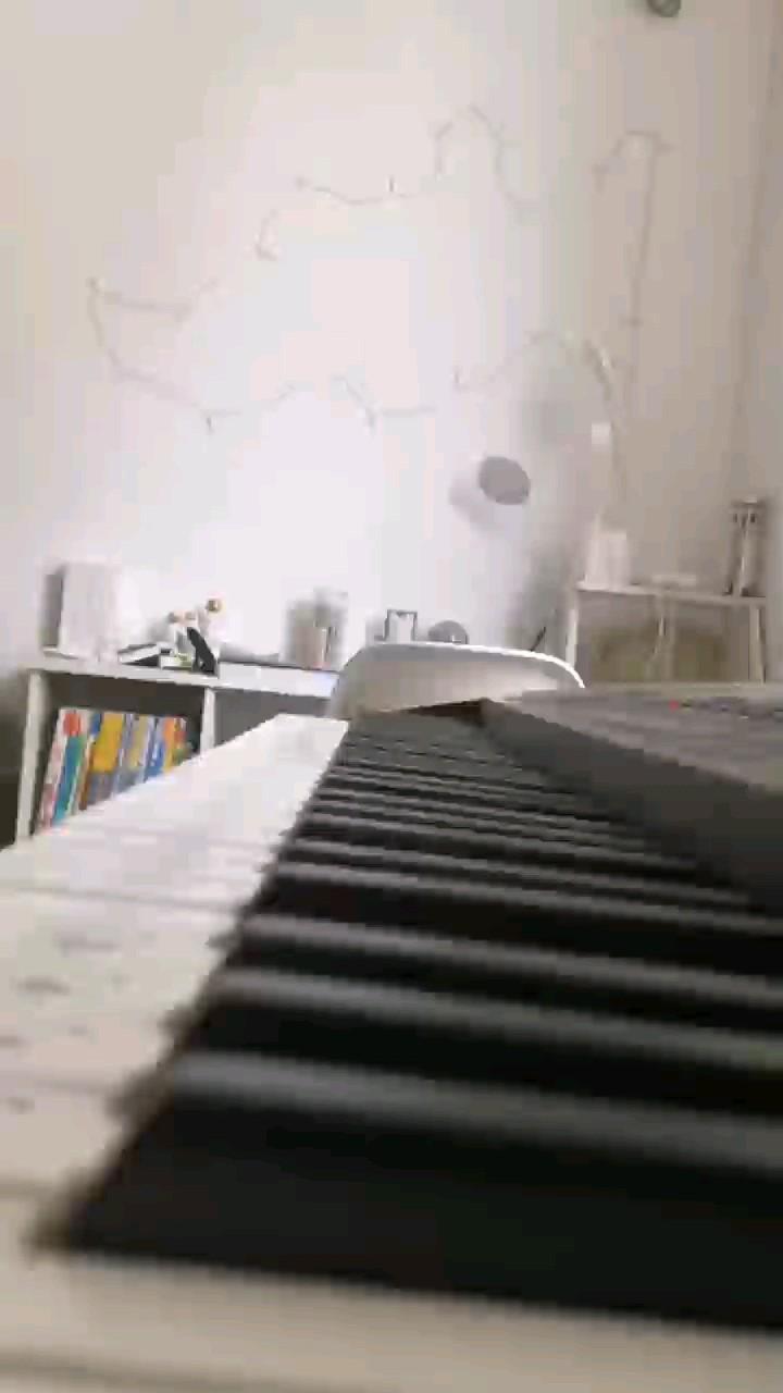 就学了前面一小段演奏视频
