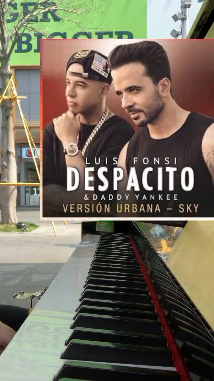 街头钢琴随手弹《despacito》,律动舞起来~💃🏻演奏视频